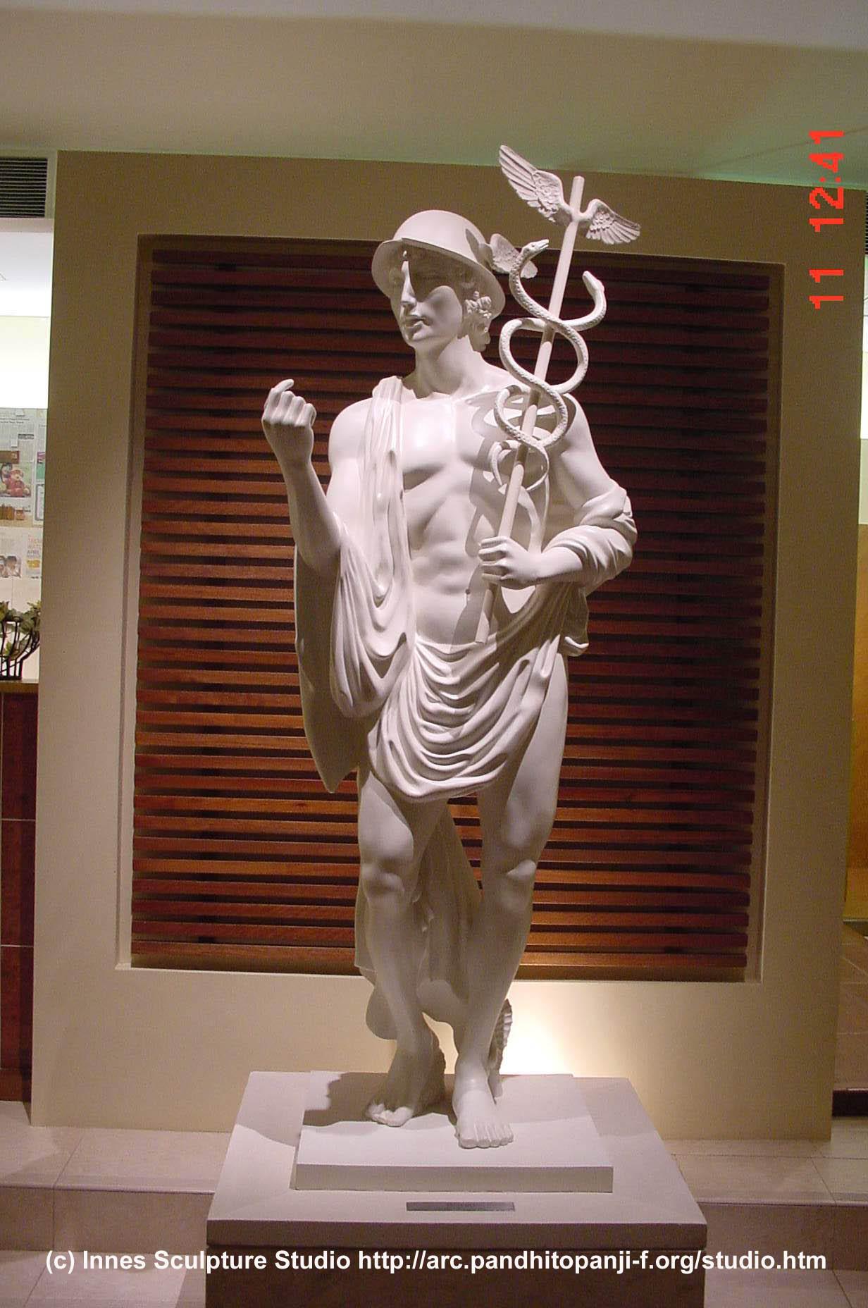 Hermes Statue En honor a las nueve musasHermes Statue Face